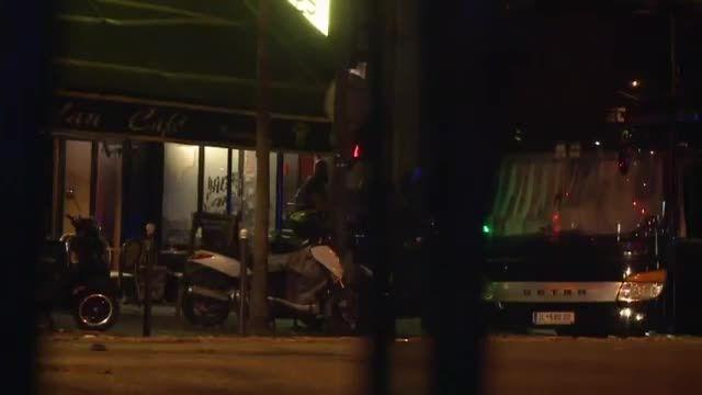 نجات گروگان های تئاتر توسط پلیس فرانسه