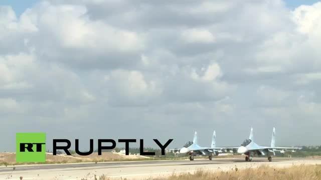 برخاستن جنگنده های سوخو 27 و فرود سوخو 24 در لازقیه