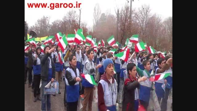 اجرای سرود دانش آموزان نهاوند در راهپیمایی 22 بهمن 93