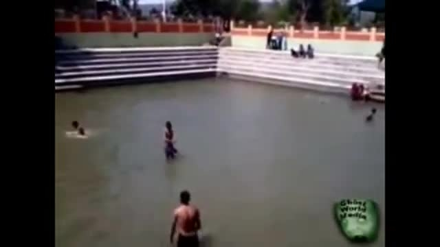 روح به هنگام شنای بچه ها
