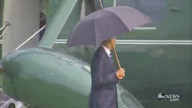 وقتی فقط رییس جمهور امریکا با خودش چتر دارد
