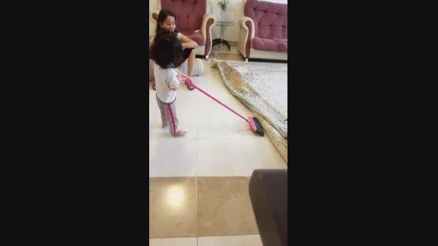 آدرینا در حال خونه تکونی عید 94