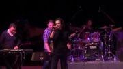 ویدئوی بی اعتنا اجرا شده در کنسرت لندن