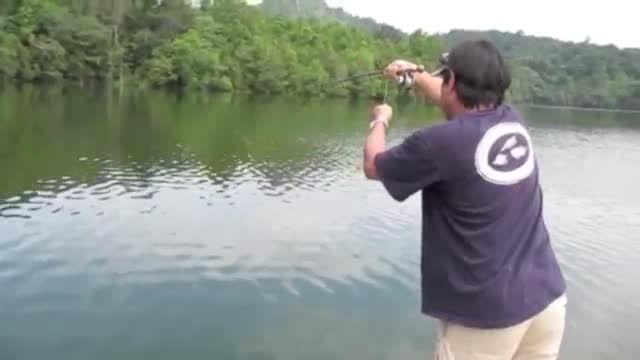 ماهیگیری در طبیعت زیبا و گرفتن ماهی فوق زیبا در اخر