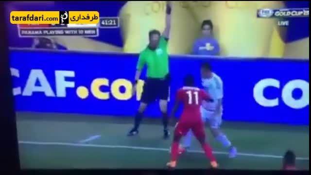 تمارض مزحک بازیکن مکزیک در بازی با پاناما