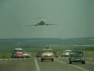 اتفاقات معمولی در روسیه : فرود هواپیما در اتوبان