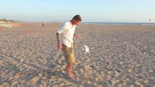هنر دیوید بکهام فوتبالیست معروف انگلیس و جهان