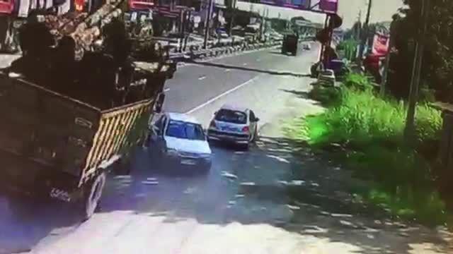 تصادف پراید با کامیون