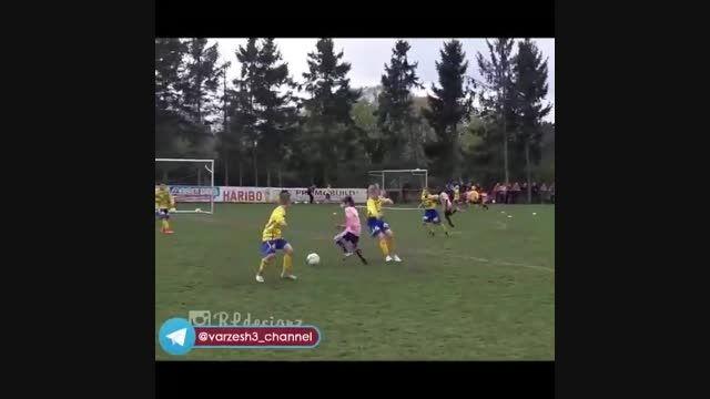 نابغه ۹ ساله فوتبال که لقب مسی آینده را دارد!!!!