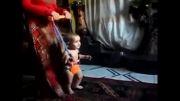 رقص بچه با واکر