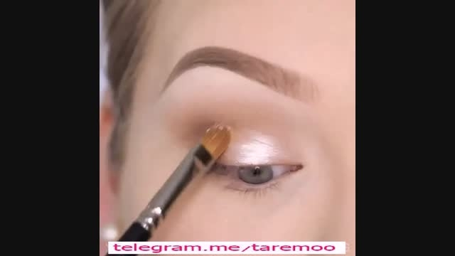 آرایش زیبا چشم با سایه طلایی در تارمو