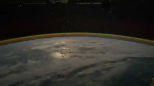 رعد و برق در فضا چه شکلی است؟؟؟