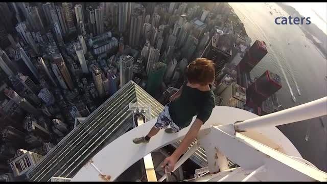 ثبت تصاویر سلفی برفراز برج های هنگ کنگ - زومیت