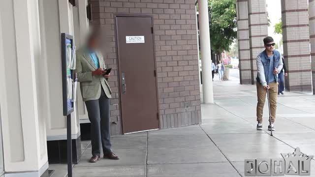 دوربین مخفی سرقت از مرد نابینا - فرق ثروتمند و فقیر