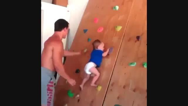 سنگ نوردی کودکی که نمی تواند راه برود !!!
