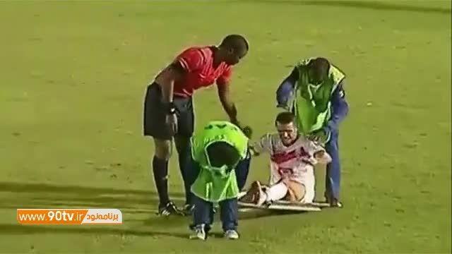 انتقال خنده دار مصدوم به بیرون در لیگ قهرمانان آفریقا