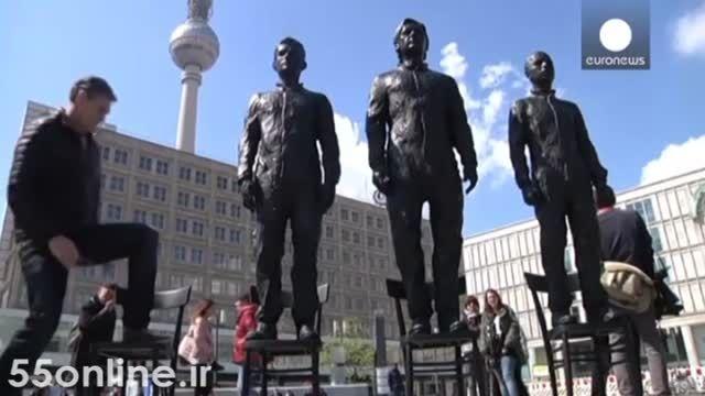 رونمایی از مجسمه افشاگران اسناد محرمانه آمریکا