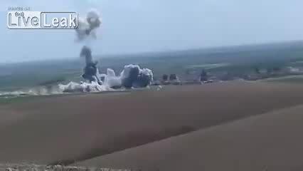 خودروی بمب گذاری شده داعش در ارتفاع ۱۰۰ متری منفجر شد