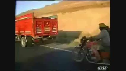 دستبرد مافیـا به کامیــــون حاوی گوســفند در ایـــــران