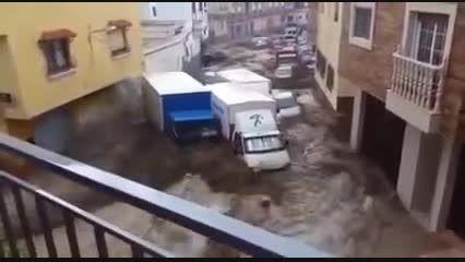 باران سیل آسا در اسپانیا باعث سیلاب در خیابانها شد