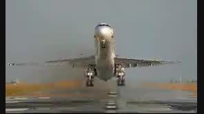 هواپیمای ظریف در حال برگشتن بعد از توافق