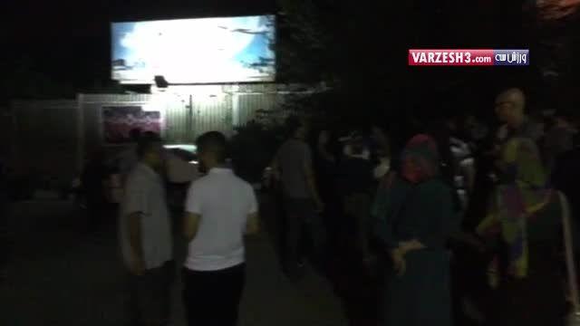 تجمع هواداران مقابل هتل المپیک بعد دیدار با آمریکا