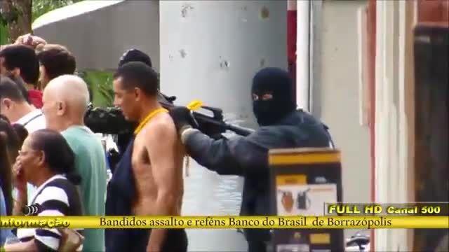 گروگانگیری و سرقت مسلحانه بانک