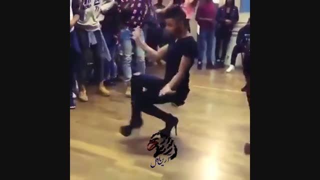 رقص پسر با کفش پاشنه بلند دخترانه