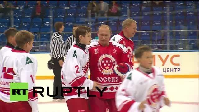 هاکی روی یخ بازی کردن ولادمیر پوتین با بچه ها