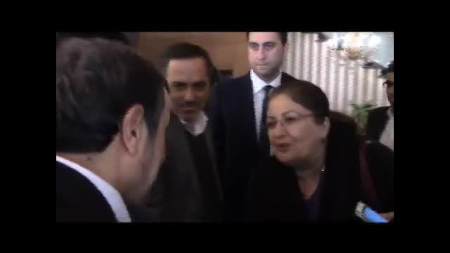 دکتر احمدی نژاد در فرودگاه ترکیه و ابراز احساسات مردم