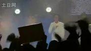 گریه ی جانگ کیون سوک در آخر اجراش!!!