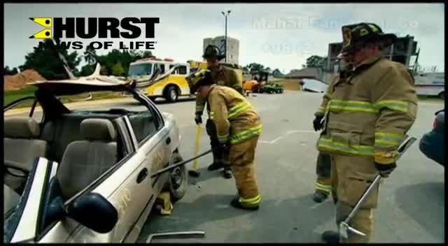 چطور قربانیان سوانح رانندگی را نجات می دهند؟
