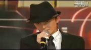 اینم یه ویدیو دیگه از پسری که رقص مایکل جکسون رو اجرا میکنه :: این که خیلی باحااااااااااله:: حتما ببین