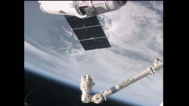 دیدار، رسیدن ونصب فضاپیمای دراگون اسپیسایکس به  ایستگاه