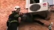 نجات معجزه آسای پیرزن 97 ساله،پس از سقوط از طبقه چهارم ساختم