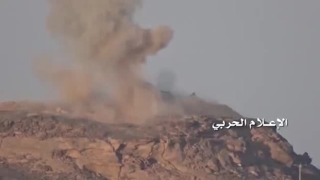 تخلیه مجروح و کشته از تانک عربستان پس از انهدام
