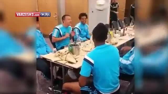 تفریح جالب بازیکنان چلسی سر میز غذا !