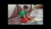 غذا خوردن یک کودک