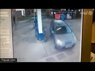 وقتی واردپمپ بنزین میشی و یادت میره باك بنزین كدوم وریه