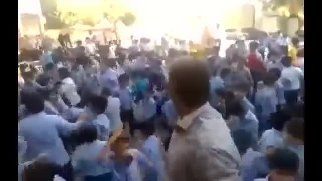 رقص و پایکوبی دانش  آموزان دبستانی بوشهر