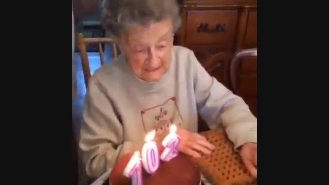 اتفاق عجیب,جالب وخنده دار در جشن تولد۱۰۲ سالگی این زن
