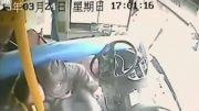 تصادف مرگبار اتوبوس با تیر چراخ برق +18