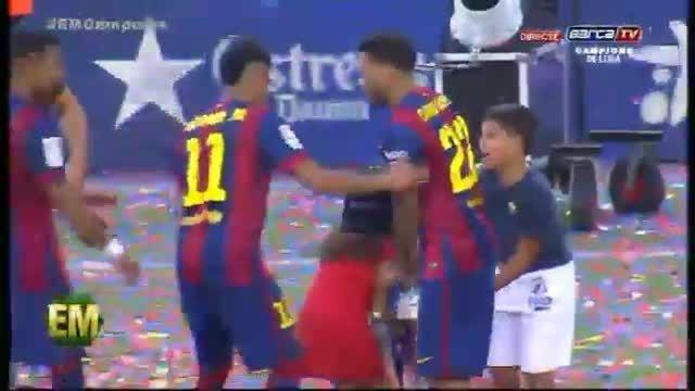 جشن قهرمانی بارسلونا به همراه خداحافظی ژاوی (کامل)