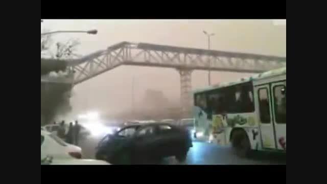 پسر نوجوانی که در روز طوفانی در تهران در تصادف ...