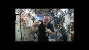 چلاندن آب در فضا:-O!!!!!