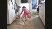 مهارت فوق العاده دختر بچه 8 ساله در حرکات نمایشی بسکتبال
