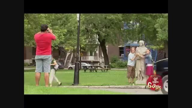 دوربین مخفی عکس گرفتن با مجسمه!