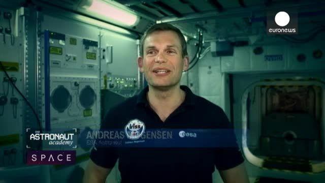 فضانورد بودن سختی هایی دارد