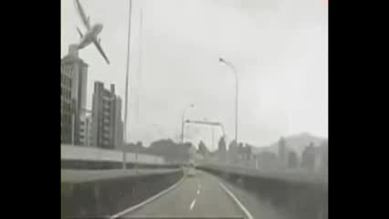سقوط هواپیمای تایوانی در رودخانه
