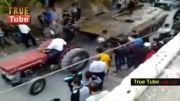 تلاش تروریست های وهابی ( احمق ها ) برای انتقال تانک ...